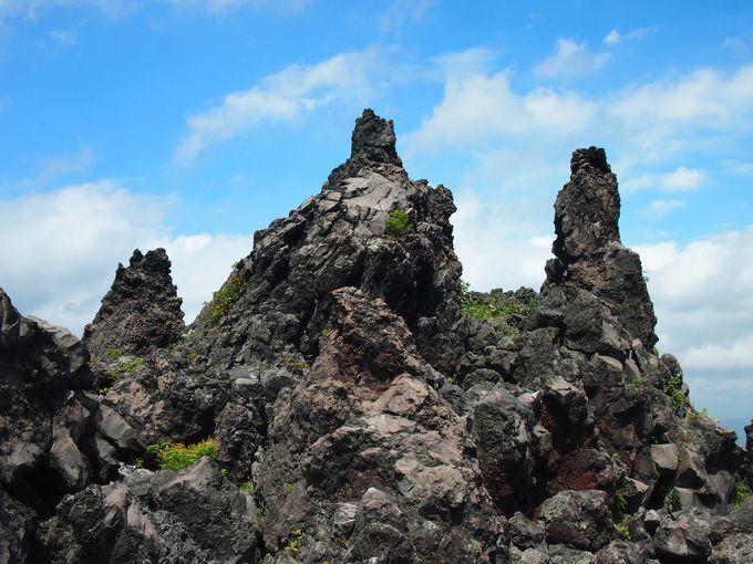 まるで異世界!? 大自然の奇跡が創りだした溶岩の絶景「鬼押出し園」