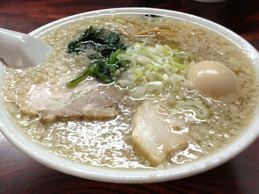 朝7時から食べられる!伊藤商店の「白の中華そば」と「金の中華そば」