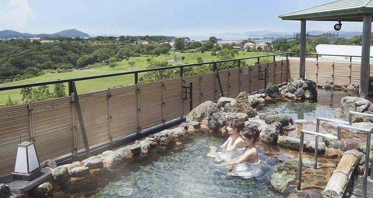 源泉掛け流しの露天風呂で肌を潤し、さらに美しく♪