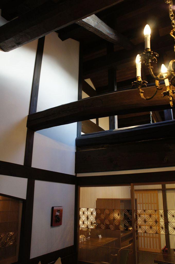 草庵、紫雲閣の建物に全7室。築120年の古民家を移築して再生した魅力的なプライベート空間を演出。