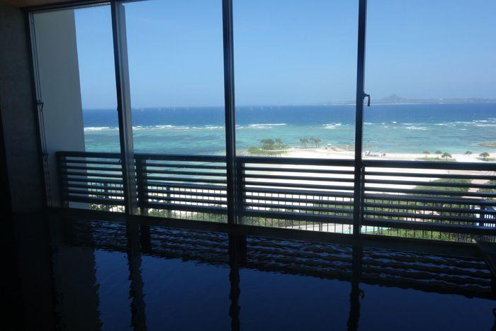 沖縄のおすすめ温泉スポット8選 絶景の露天風呂に豪華なスパも!