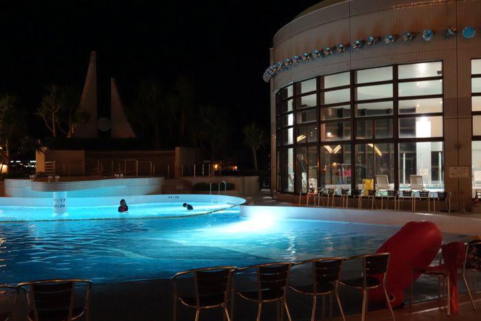 穴場!沖縄で希少なナイトプールが楽しめる!