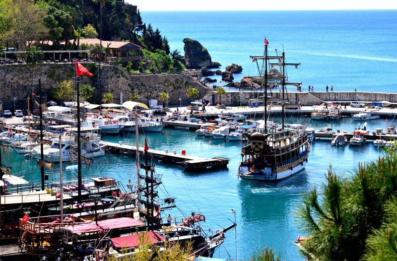 地中海の青さと情緒ある街並み〜魅惑のトルコ旧市街カレイチ