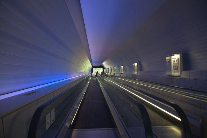 太宰府天満宮から、近未来的なアクセストンネルで