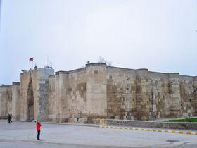 シルクロードの面影〜トルコ「スルタン ハヌ」は神に守られたキャラバンの宿