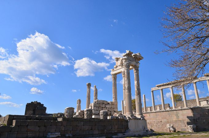 ローマ帝国が繁栄した時代のトラヤヌス神殿