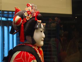 「大阪国立文楽劇場」で勇者も妖怪も!江戸時代から続くミュージカル、それが文楽