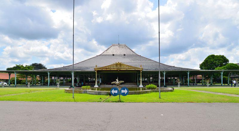 イスラムの宮廷文化が花開いた街〜ジャワ島の古都ソロで二つの王宮巡り