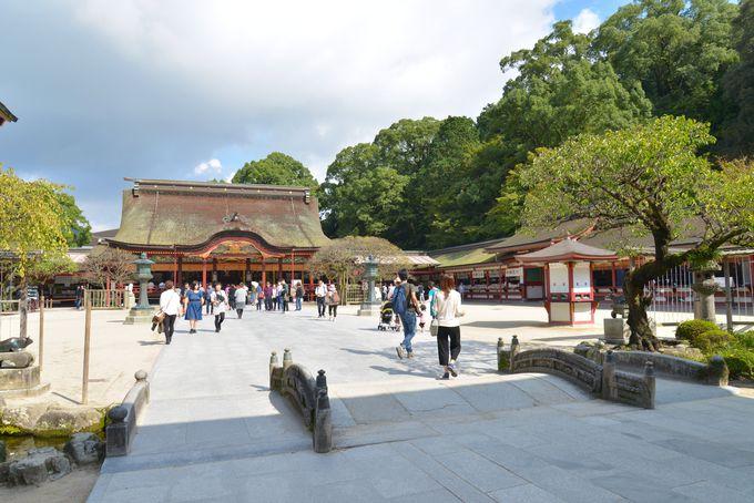 桃山時代に造営されたご本殿が建つのは、道真公ゆかりの地