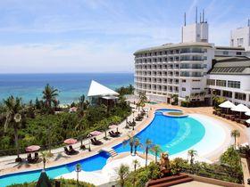 人気の西海岸に家族でステイ!光あふれる「沖縄かりゆしビーチリゾート・オーシャンスパ」