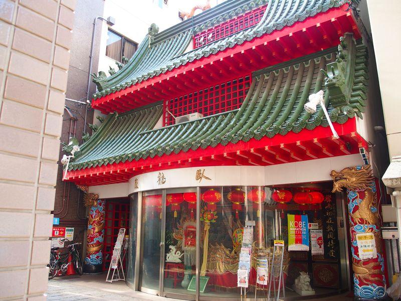 神戸・中華街の珍名所!南京町の豪華すぎるトイレ「臥龍殿」