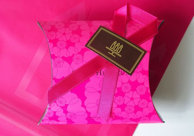 人気洋菓子店のキュートなハートの箱詰め