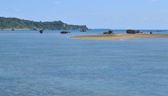 エメラルドグリーンの海原を渡る「海中道路」