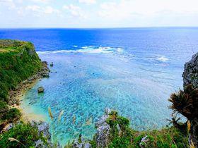 沖縄の神が集まるパワースポット「果報バンタ」で壮大な風景に浸る