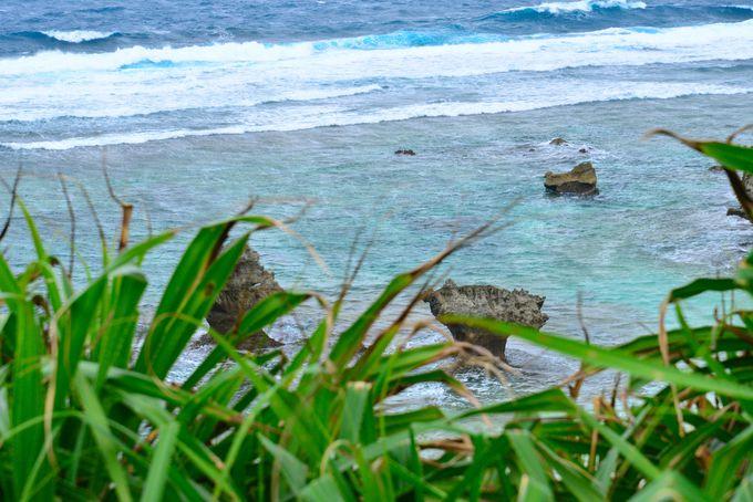 ハートロックがある「ティーヌ浜」