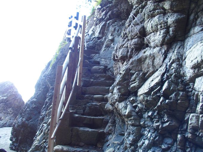 自然の造形が美しい、長寿祈願の亀岩