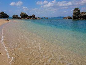 抜群の透明度!沖縄本島直結「伊計島」天然ビーチで一年中海遊び