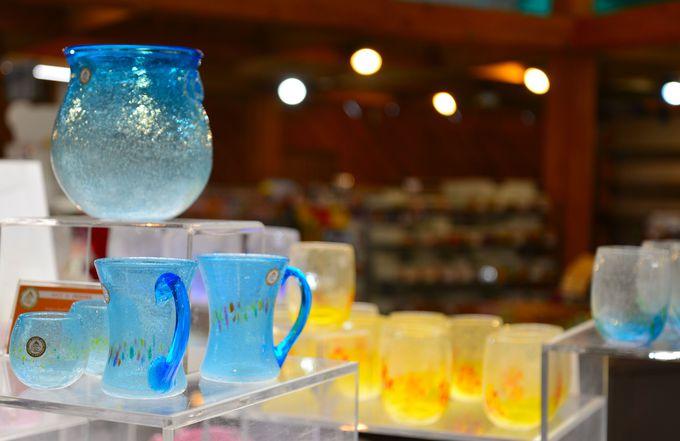 ガラス製品300種が「広がる」店内