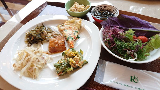欲張って味わいたい、沖縄らしさがあふれる朝食