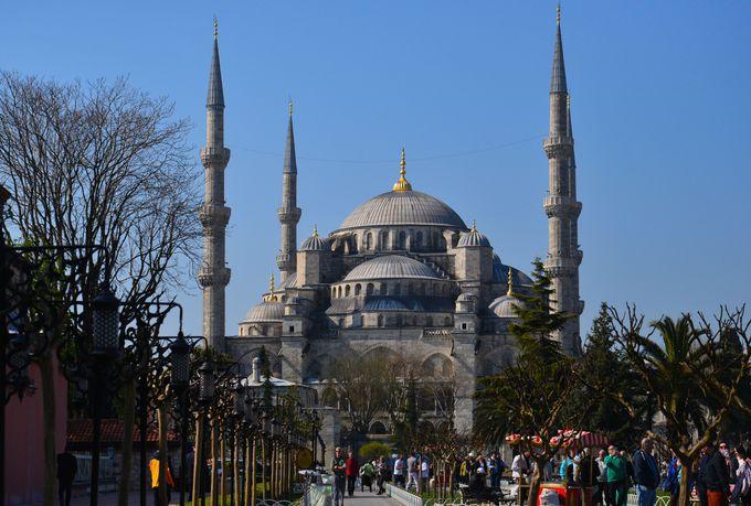 1000年を隔て、兄弟のように並び建つアヤソフィアとブルーモスク