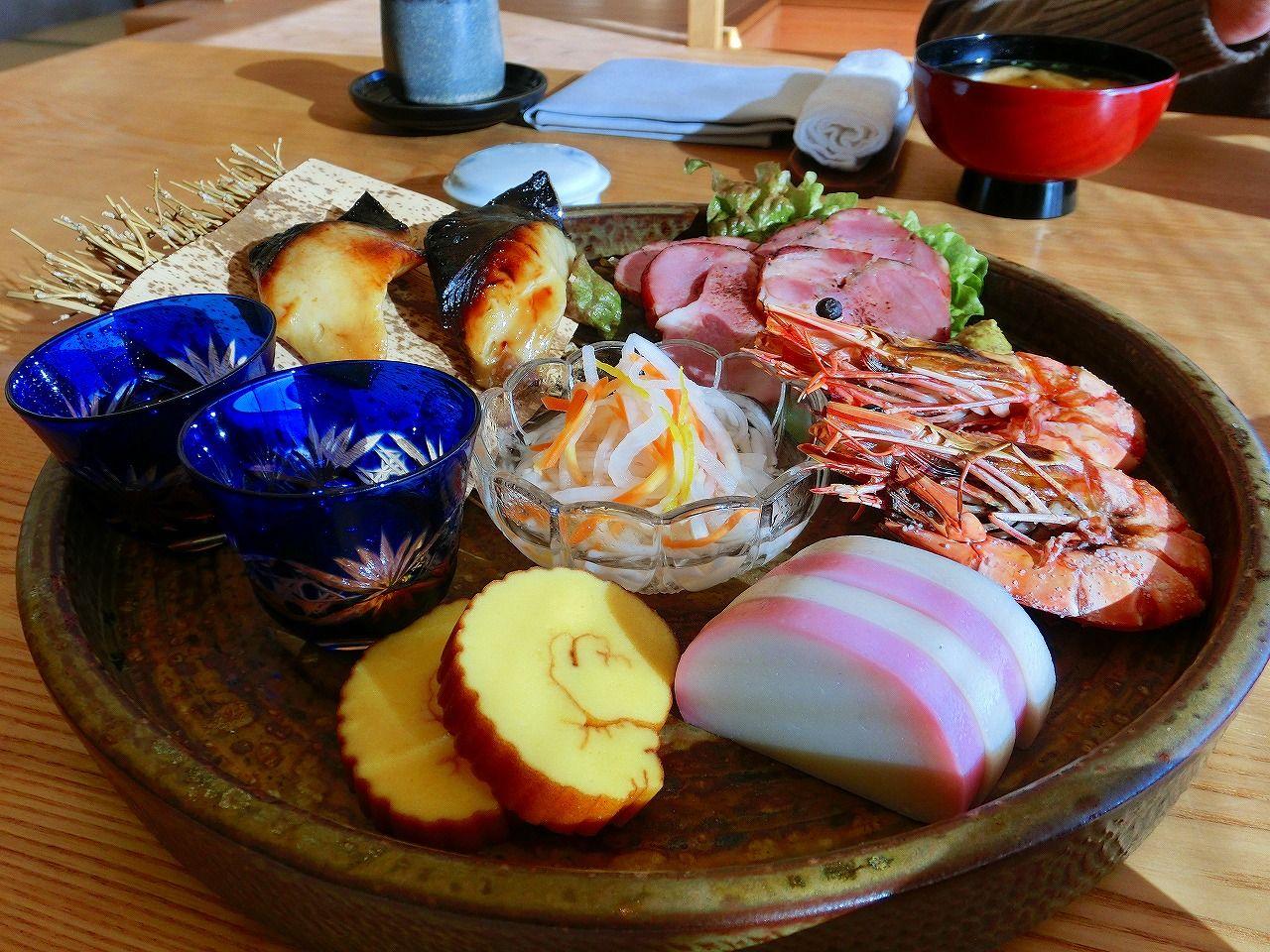 お祝いの膳は里海邸名物の焼き魚!