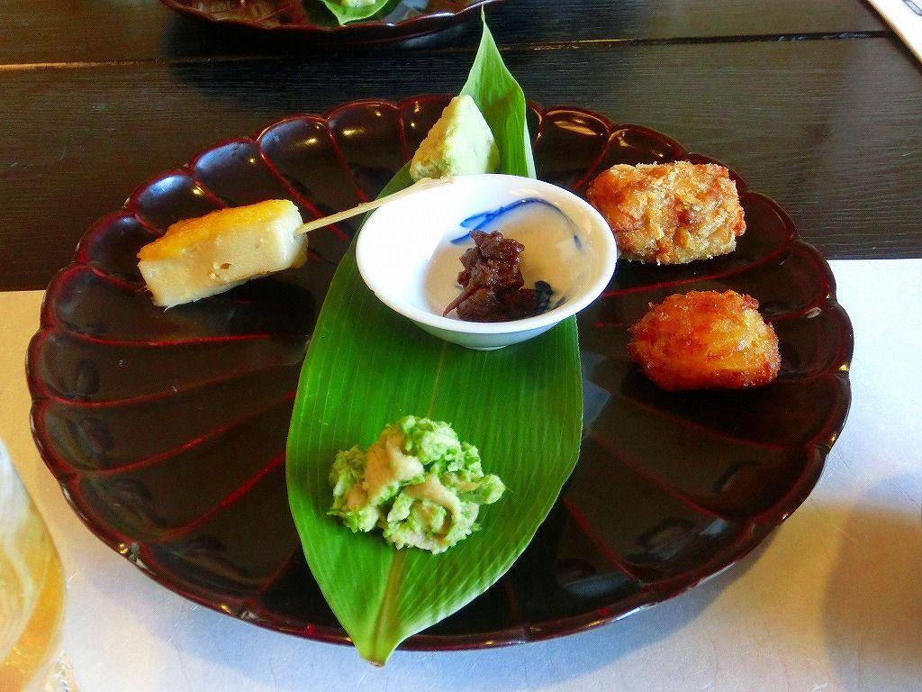 「文四郎麩名物の懐石料理」は茶の席のような爽やかさ。女性でも安心していただけるフルコース