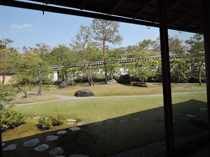 日本庭園を愛でながらお抹茶と和菓子でゆったり