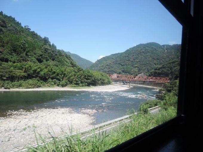 魅力4:車窓の景色 田園をぬけ山あいをぬけ橋をわたり球磨川沿いをゆく
