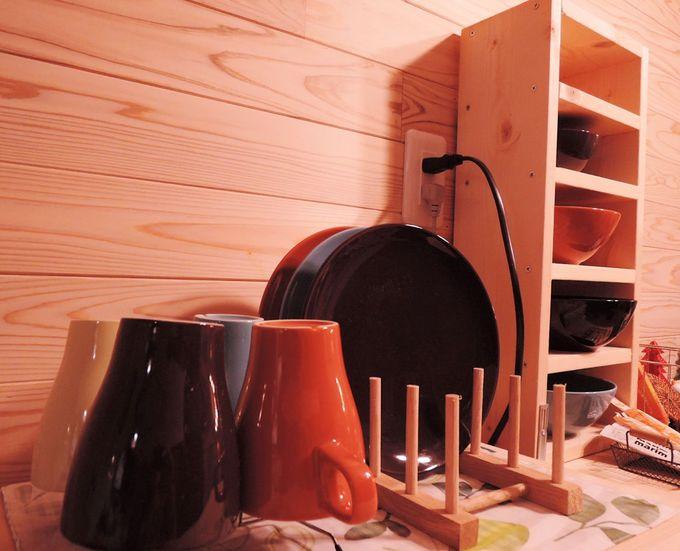 キッチン、食器完備!長期滞在にもうれしい設備。