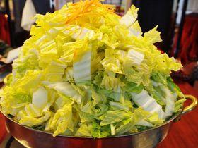 白菜のエベレストや!これぞ滋賀名物「びわこ食堂」とりみそ鍋