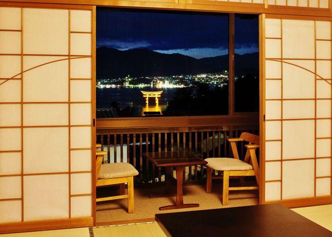 窓の外には厳島神社!青い海に立つ大鳥居を存分に楽しめる宿