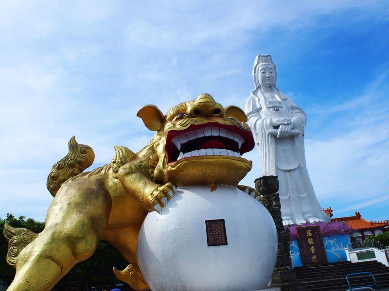 「中正公園」観音像がド迫力!台湾で日本に一番近い港「基隆」