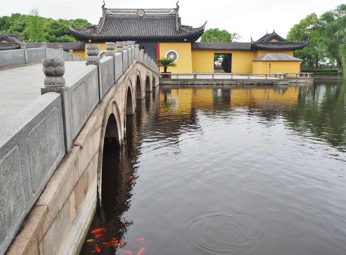 湖を利用した独特のお寺「全福寺」