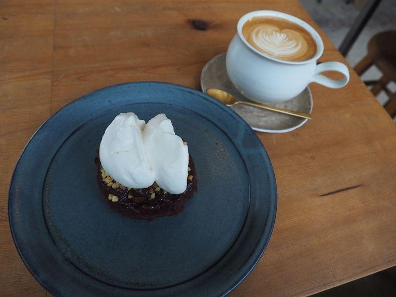 上質なカフェとドーナツ「麻こころ茶屋」