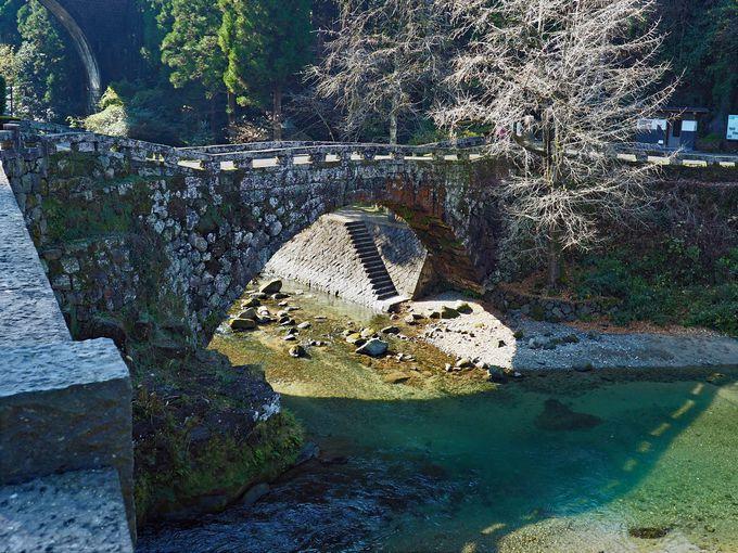 恋人の聖地「二俣橋」の石橋そば