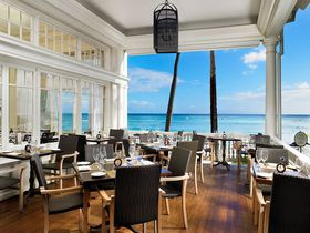 潮風を感じて食べる!ハワイ「モアナ・サーフライダー」のエッグベネディクトが美味すぎる