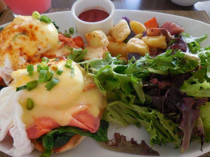 とろけるエッグベネディクトでちょっと贅沢な朝食を