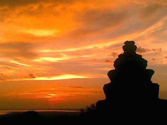 ジャングルに沈む夕日!神秘的な夕日鑑賞はプノン・バケンで決まり!