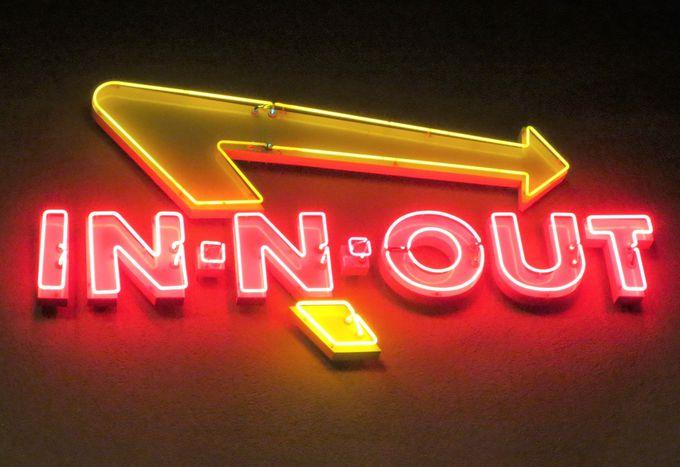 冷凍食品は全て排除!古き良きハンバーガー店「イン・アンド・アウト」