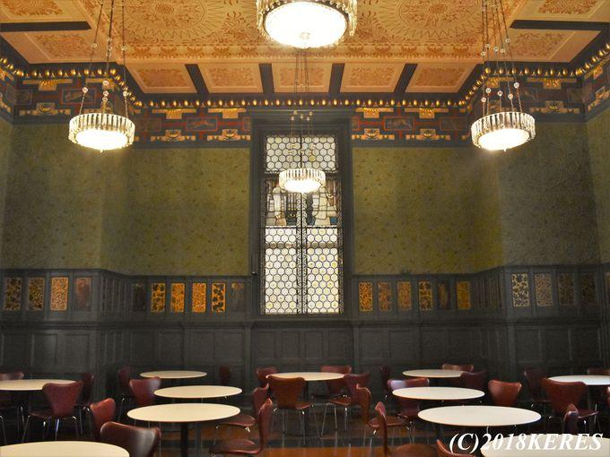 ウィリアム・モリスなど3人のデザイナー作のカフェでティータイム