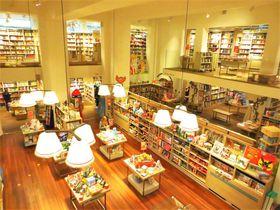 「英国一不便」から大変身!素敵本屋、ロンドン「フォイルズ」の楽しみ方