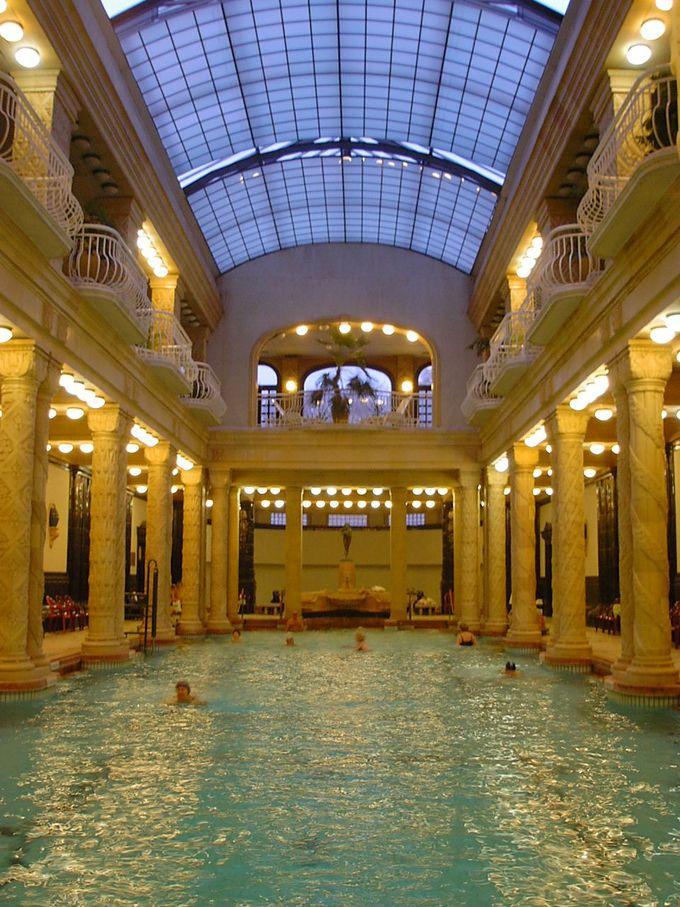 スパ利用は早朝がお勧め。誰もいない温泉を独り占め!