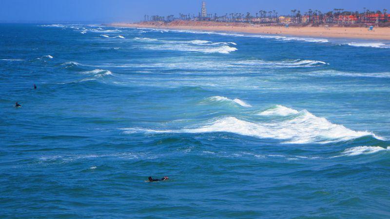 全米一のサーフシティ、カリフォルニア州ハンティントン・ビーチで波を乗りこなせ!