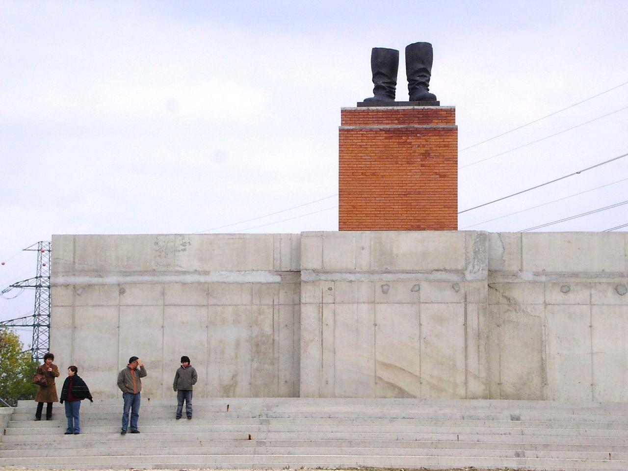 共産主義の没落を語る彫刻群