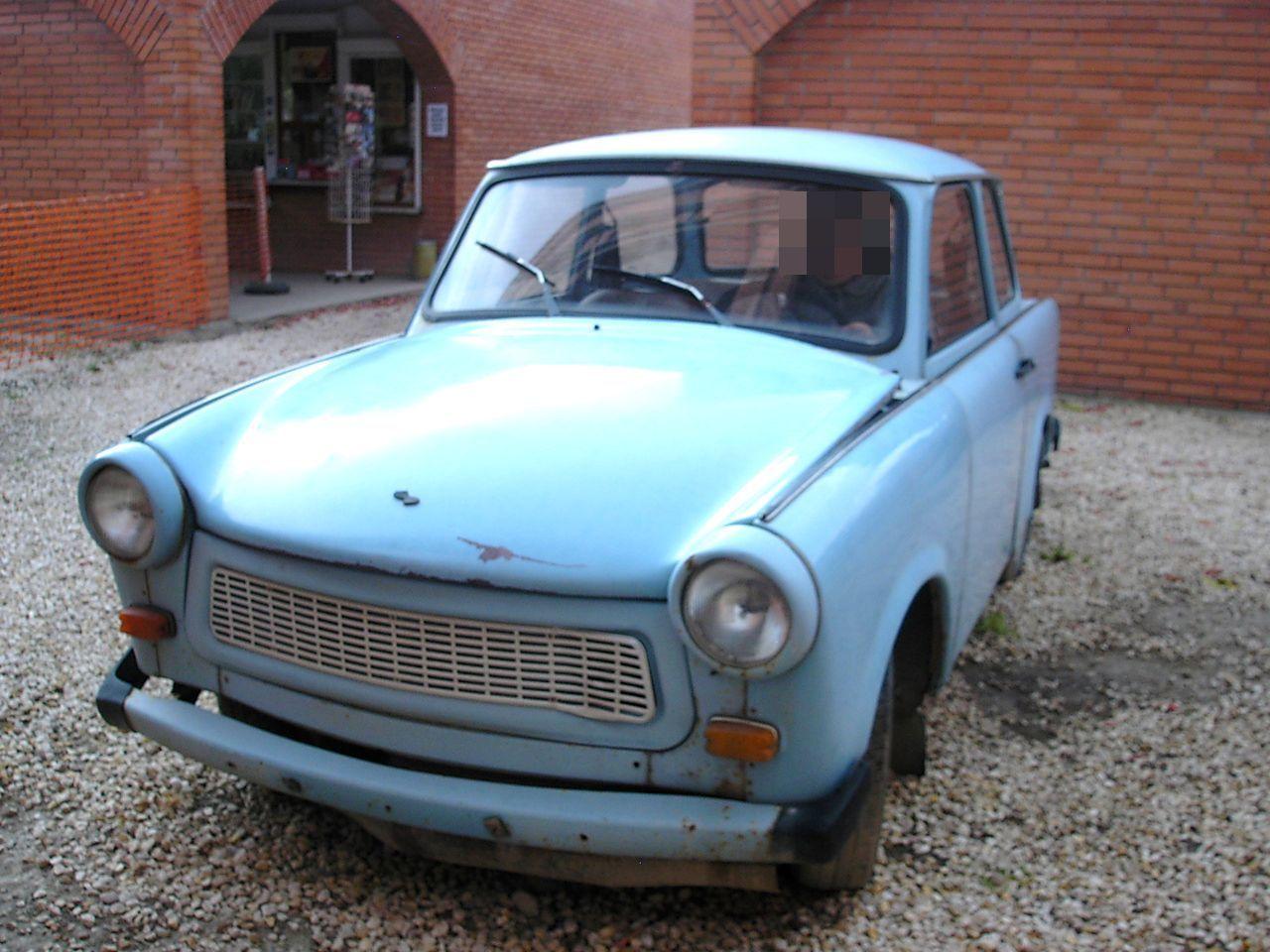 段ボールでできた車?旧東ドイツの国民車「トラバント」