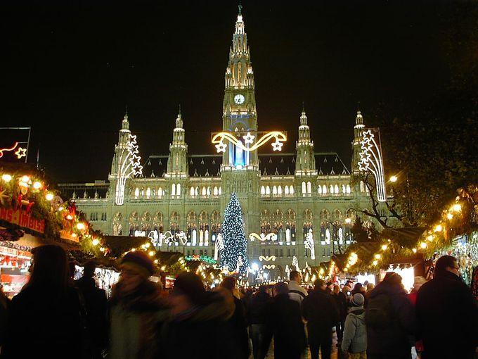 旅行時期がクリスマスなら、「市庁舎広場のマーケット」は必訪!