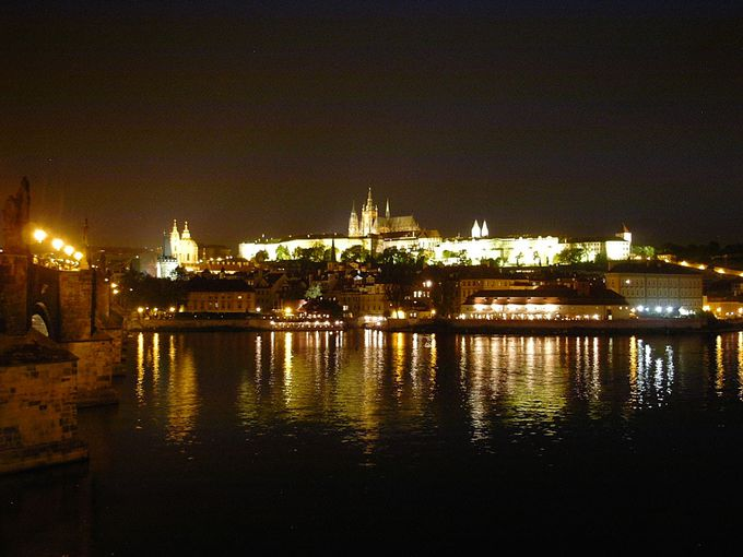 やはり外せない!旧市街から臨む「プラハ城」の絶景