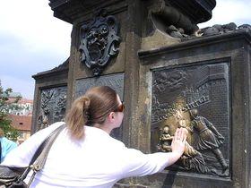 「橋」に願いを?御利益を期待してしまうプラハの歴史遺産!