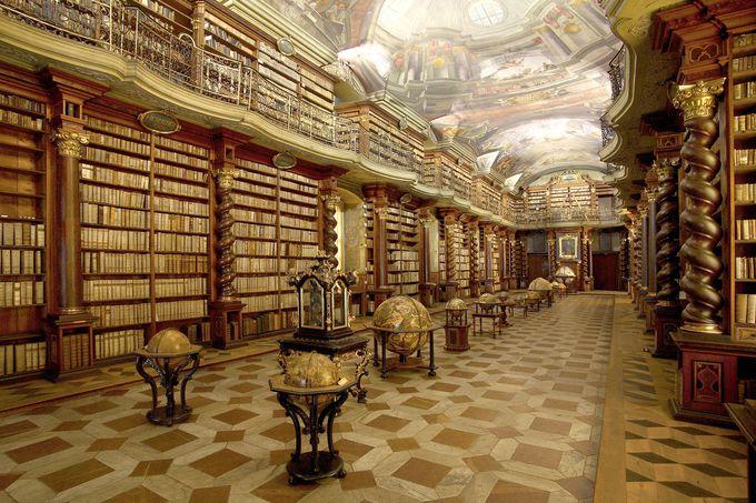 これが図書室ですか!?「クレメンティヌム・バロック様式の図書室」