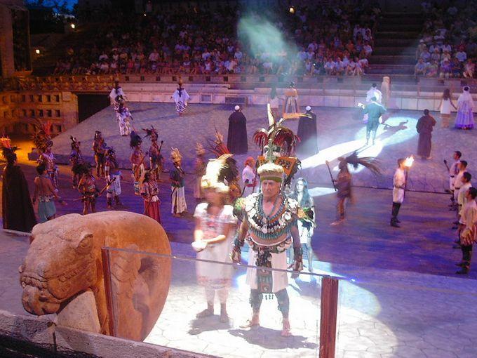 メキシコの歴史を、大掛かりなショーで学ぶ